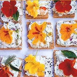 edible-flowers-nasturtiums-on-crackers